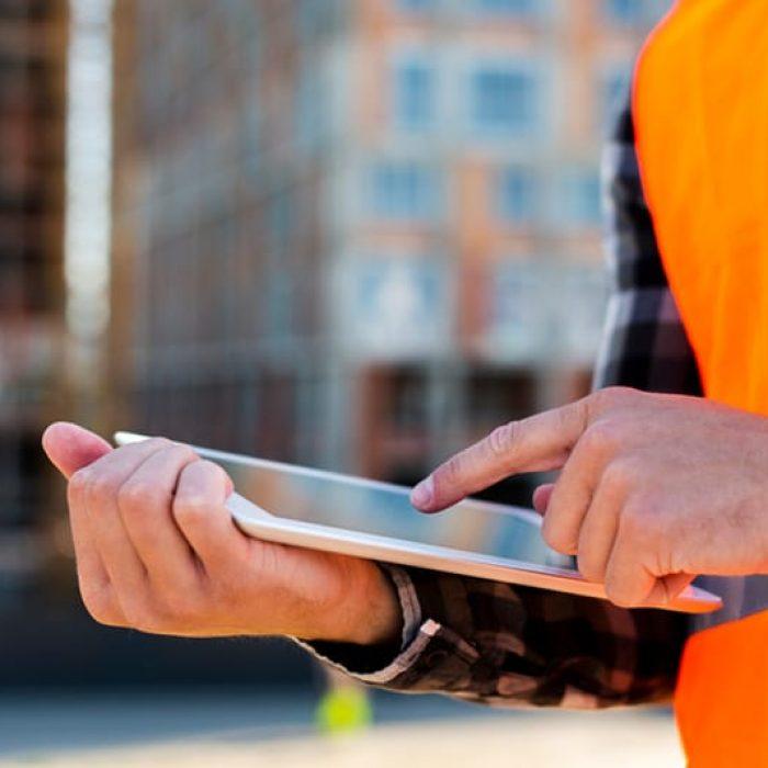 Bild Schadenmanagement Hausverwaltung Handwerker auf der Baustelle